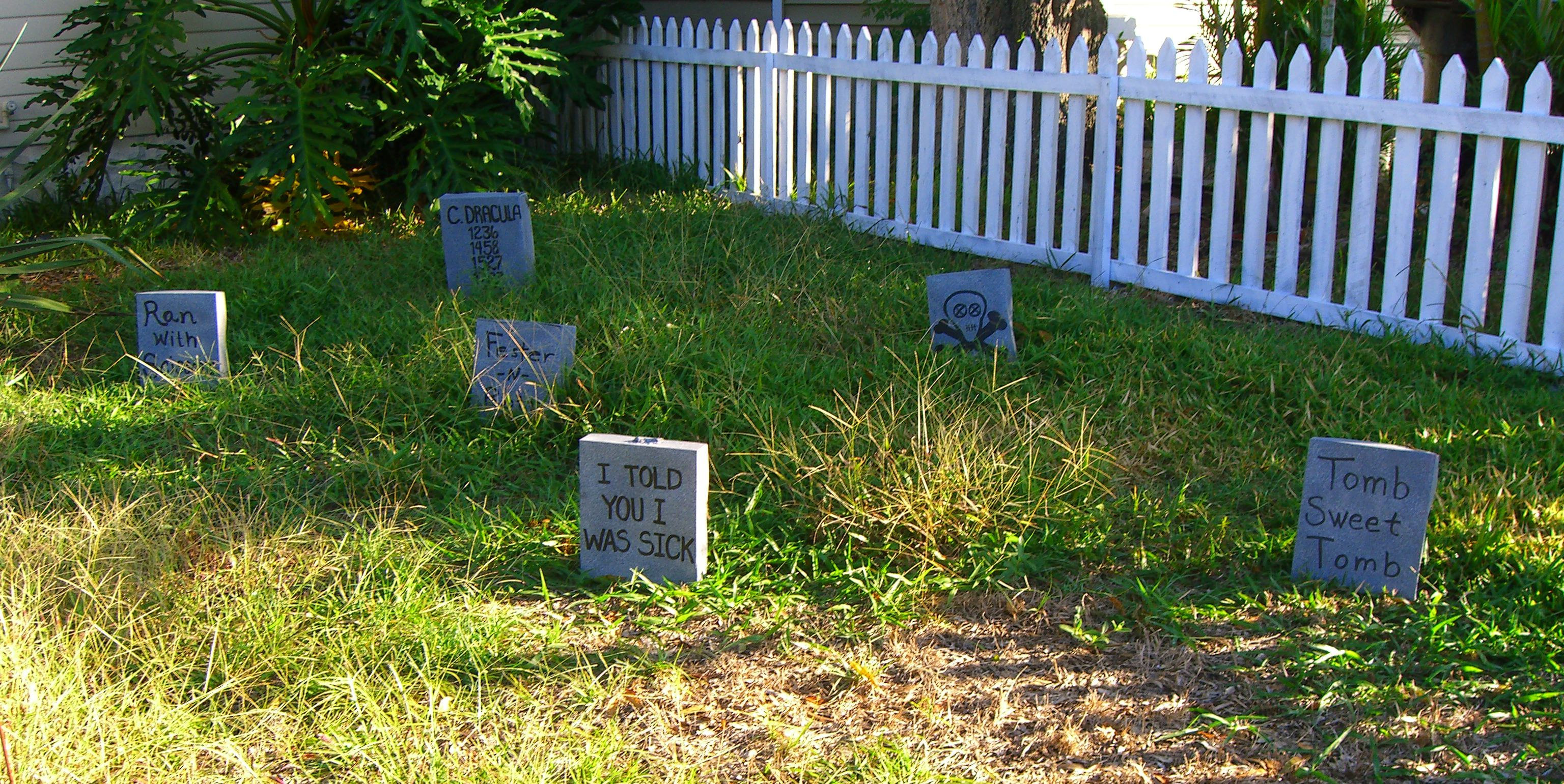 Halloween Tombstone Decoration How-To